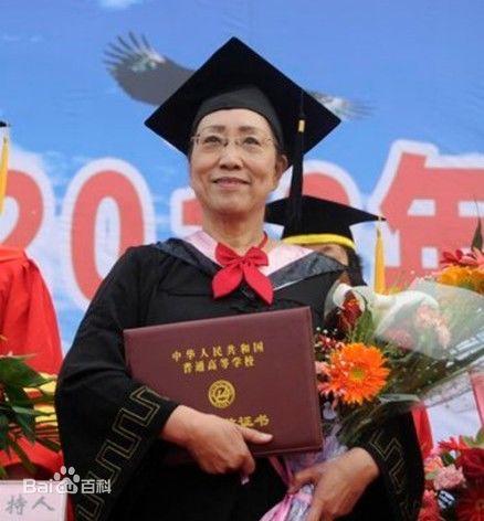 初中毕业38年重返校园 60岁终圆儿时大学梦